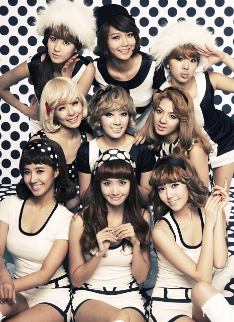 Yoona, TaeYeon, HyoYeon, Sooyoung, Tiffany