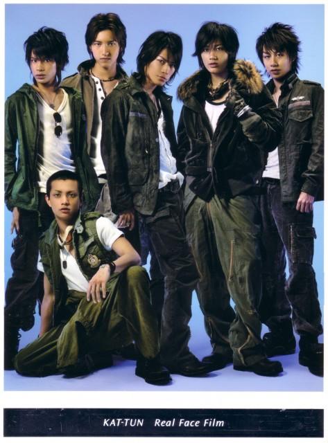 Kazuya Kamenashi, Junnosuke Taguchi, Yuichi Nakamaru, Jin Akanishi, Tatsuya Ueda